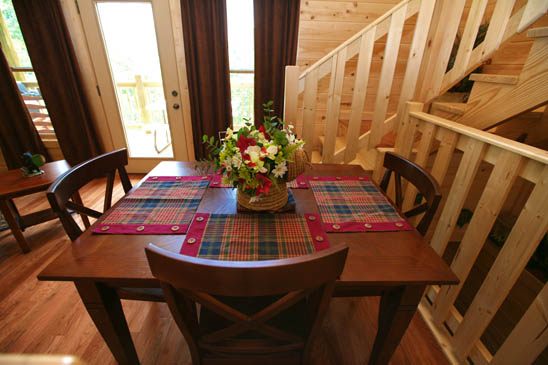 Cabin with swimming pool in smoky mountains near pigeon for Dining near gatlinburg tn